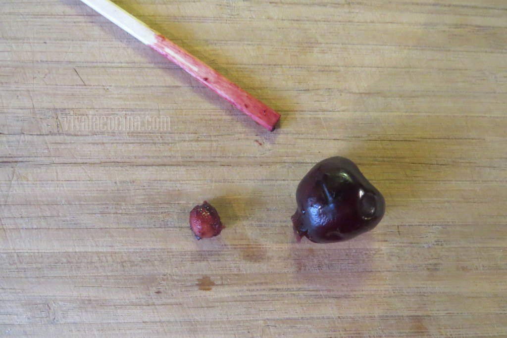 Retirar el Hueso de la cereza con el palillo