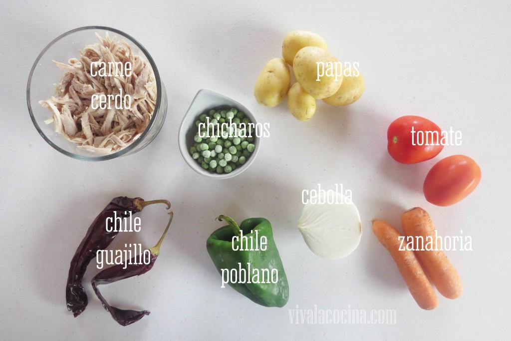 Ingredientes para cocinar la receta de la Pierna de Cerdo con Chile Guajillo