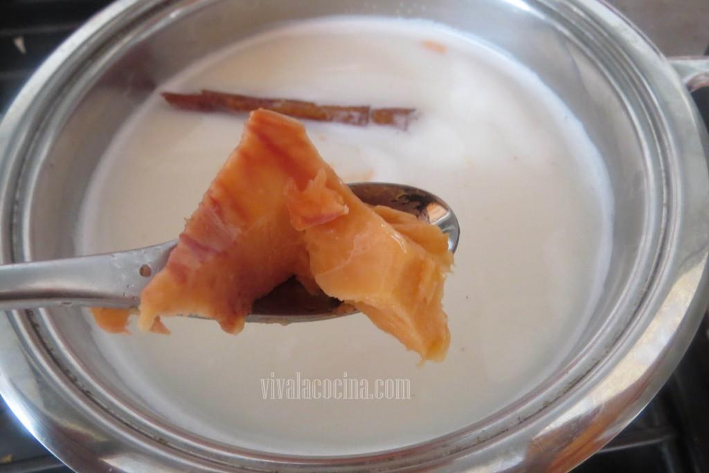 Picar el mamey en trozos y agregar a la preparación