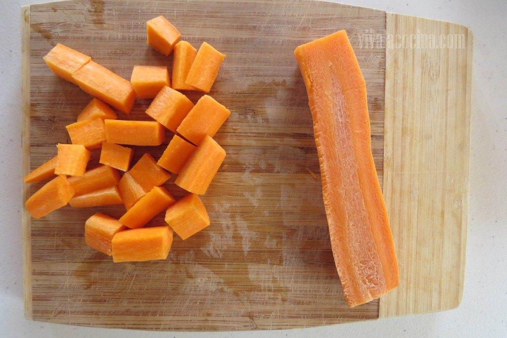 Picar la Zanahoria en trozos medianos