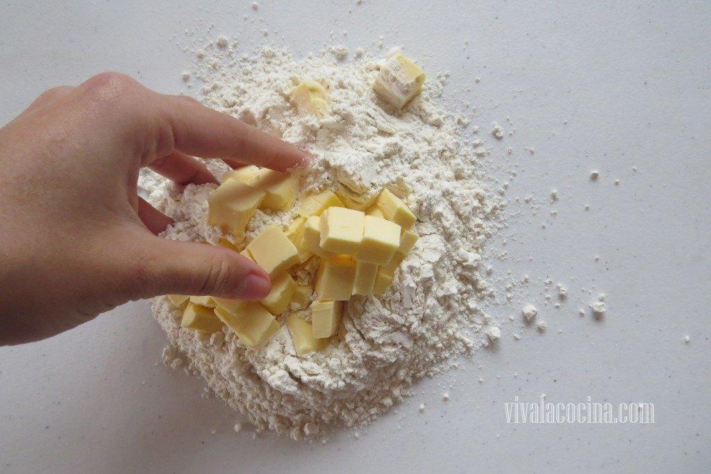 Amasar la Mantequilla con la harina