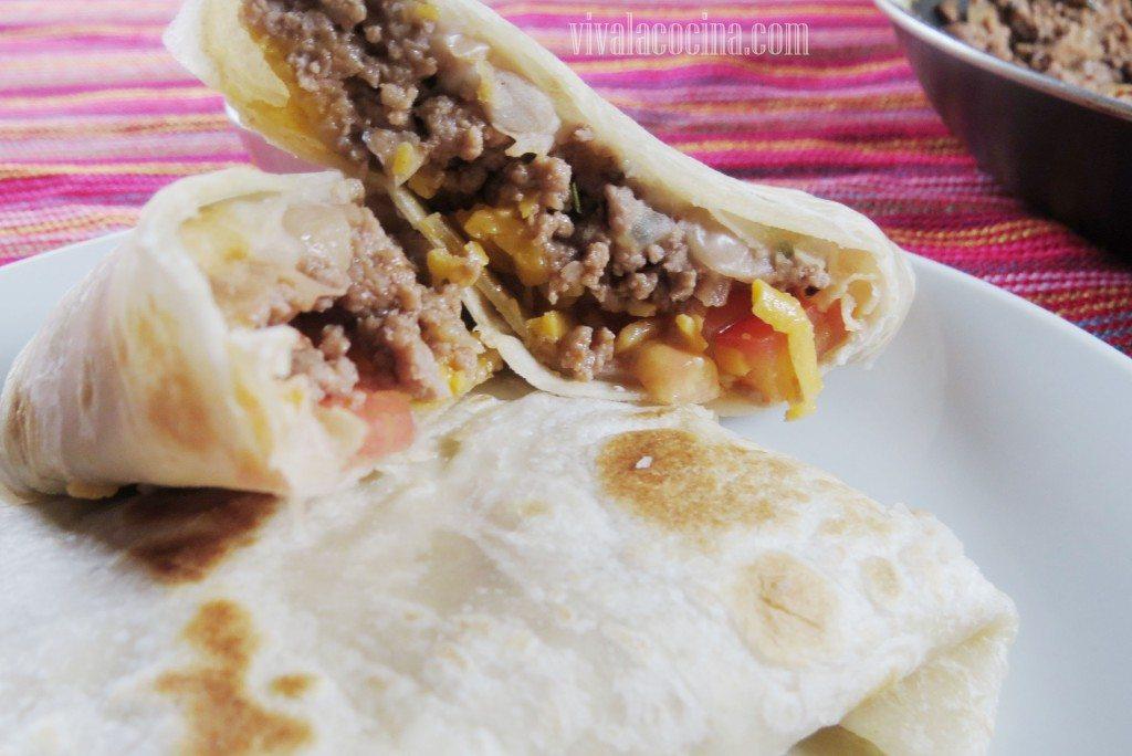 Burrito de Carne Molida y Queso Cheddar recien terminado