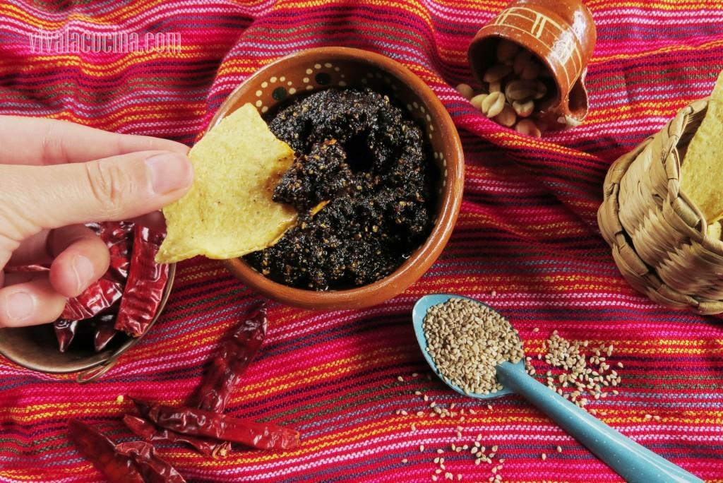 salsa macha con Tostadas