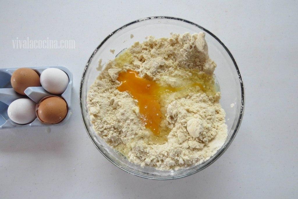 Añadir el Huevo para la masa de las mini tartas