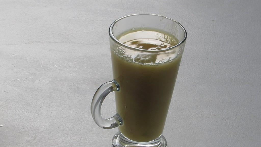 Servir el Ponche en una taza o vaso