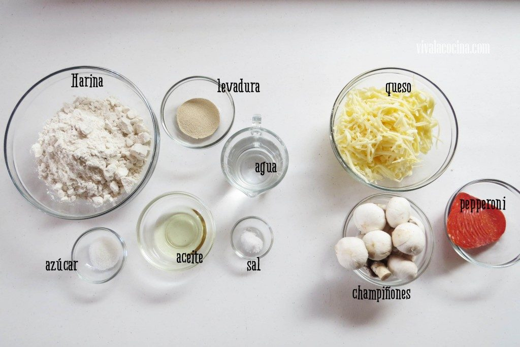 Ingredientes para hacer la pizza de pepperoni