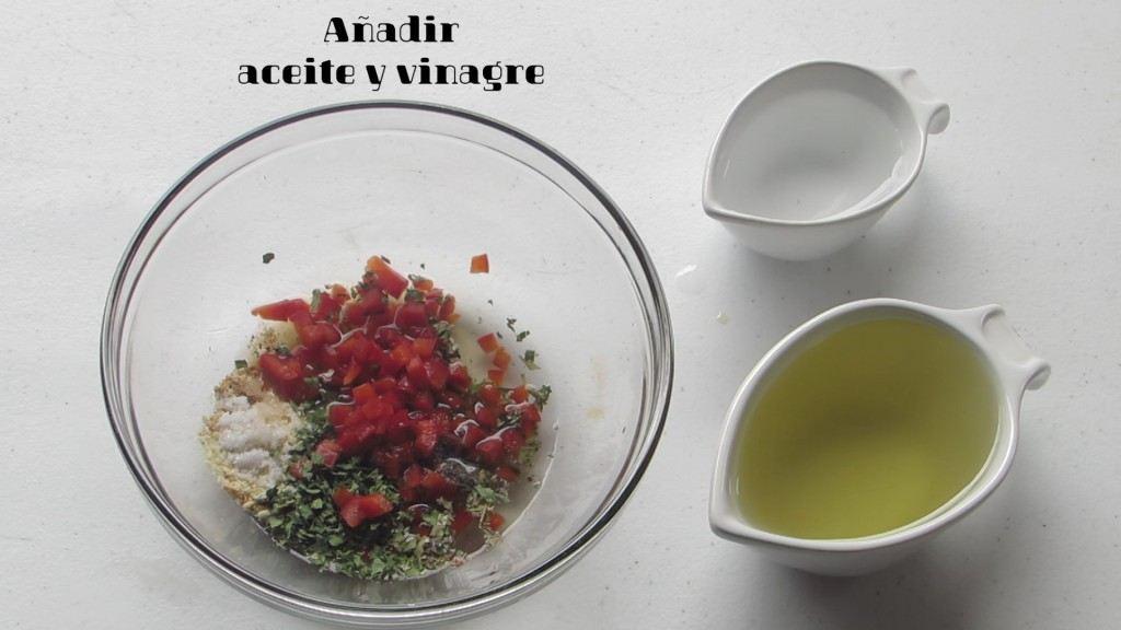 Añadir Vinagre y Aceite para preparar el aderezo italiano casero
