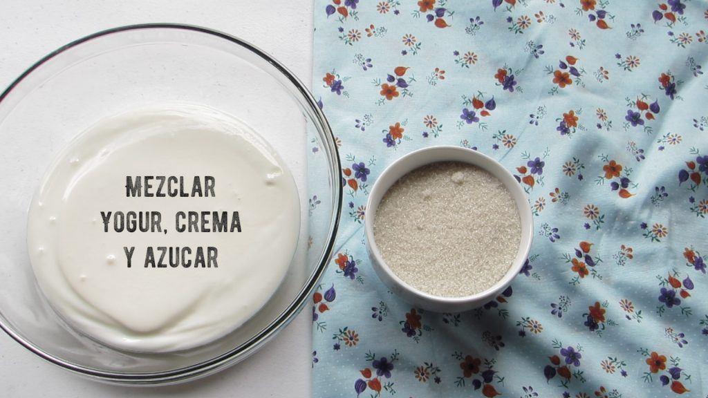 Mezclar crema y azúcar