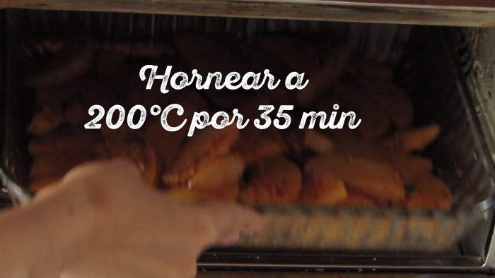 hornear las papas a 200 grados por 35 minutos