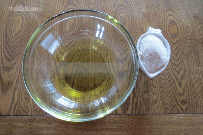 mezclar azucar y aceite