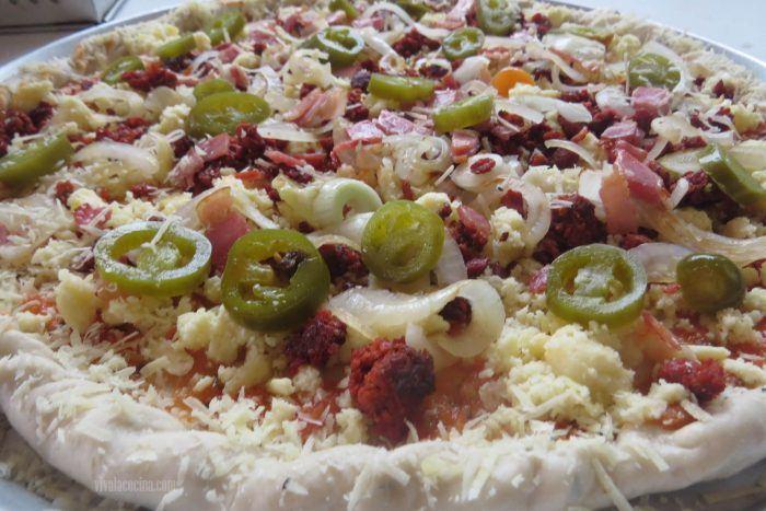 Jalapeños para la pizza de chorizo o pizza mexicana