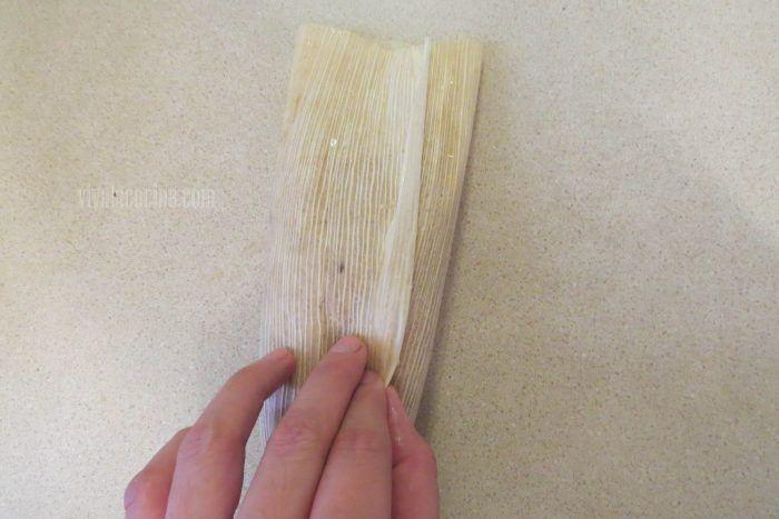cerrar los tamales de frijol