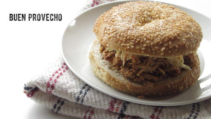 Pulled pork en pan de hamburguesa