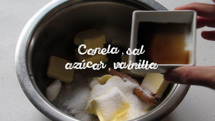 hervir agua con canela, vainilla, mantequilla y azúcar para hacer los churros caseros