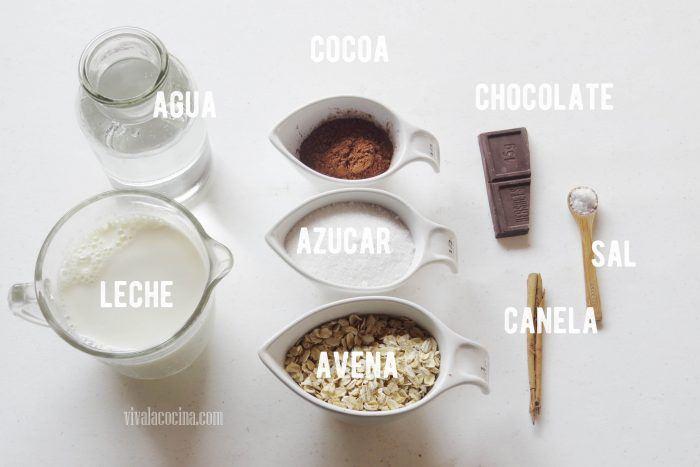 ingredientes para hacer atole de avena con chocolate