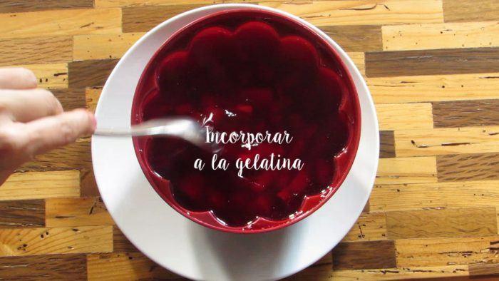 incorporar gelatina al molde