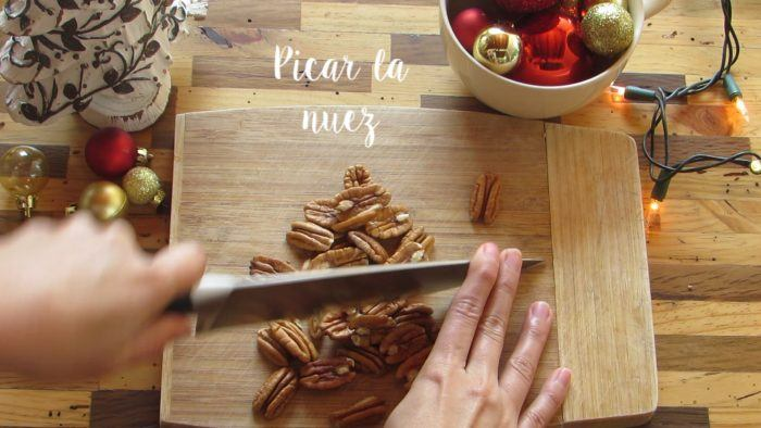 picar nueces para hacer la gelatina navideña