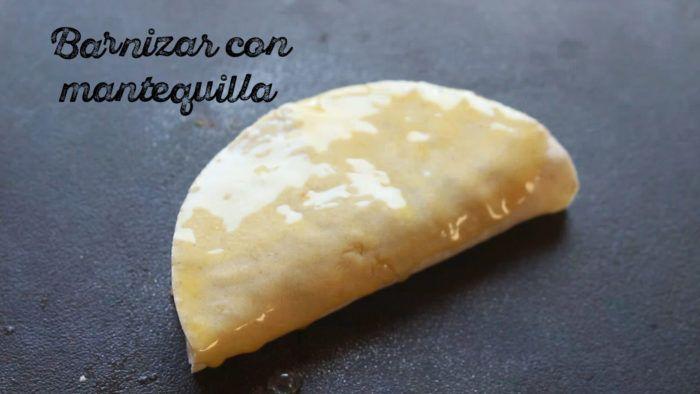 barnizar tacos gobernador con mantequilla