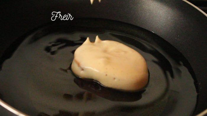 freir torrejas o torrijas en aceite bien caliente