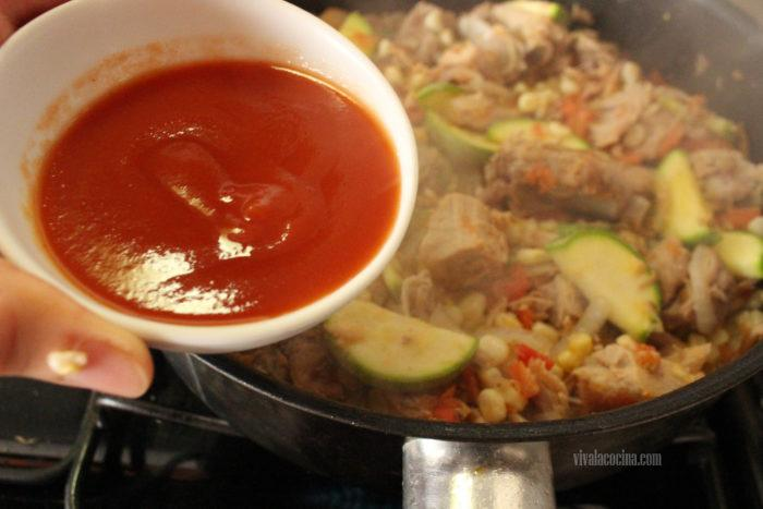 salsa de tomate para el guiso de costillas de cerdo