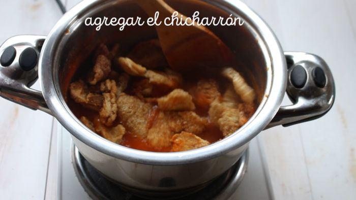 mezlar chicharrón con la salsa